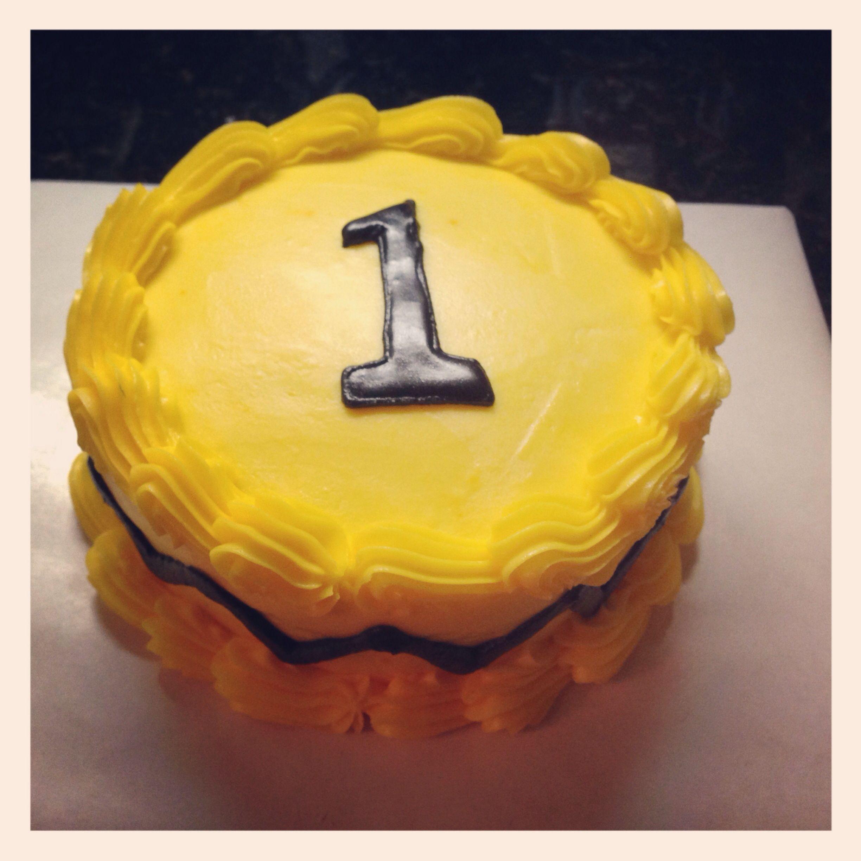 Pumpkin Smash Cake: Charlie Brown Smash Cake