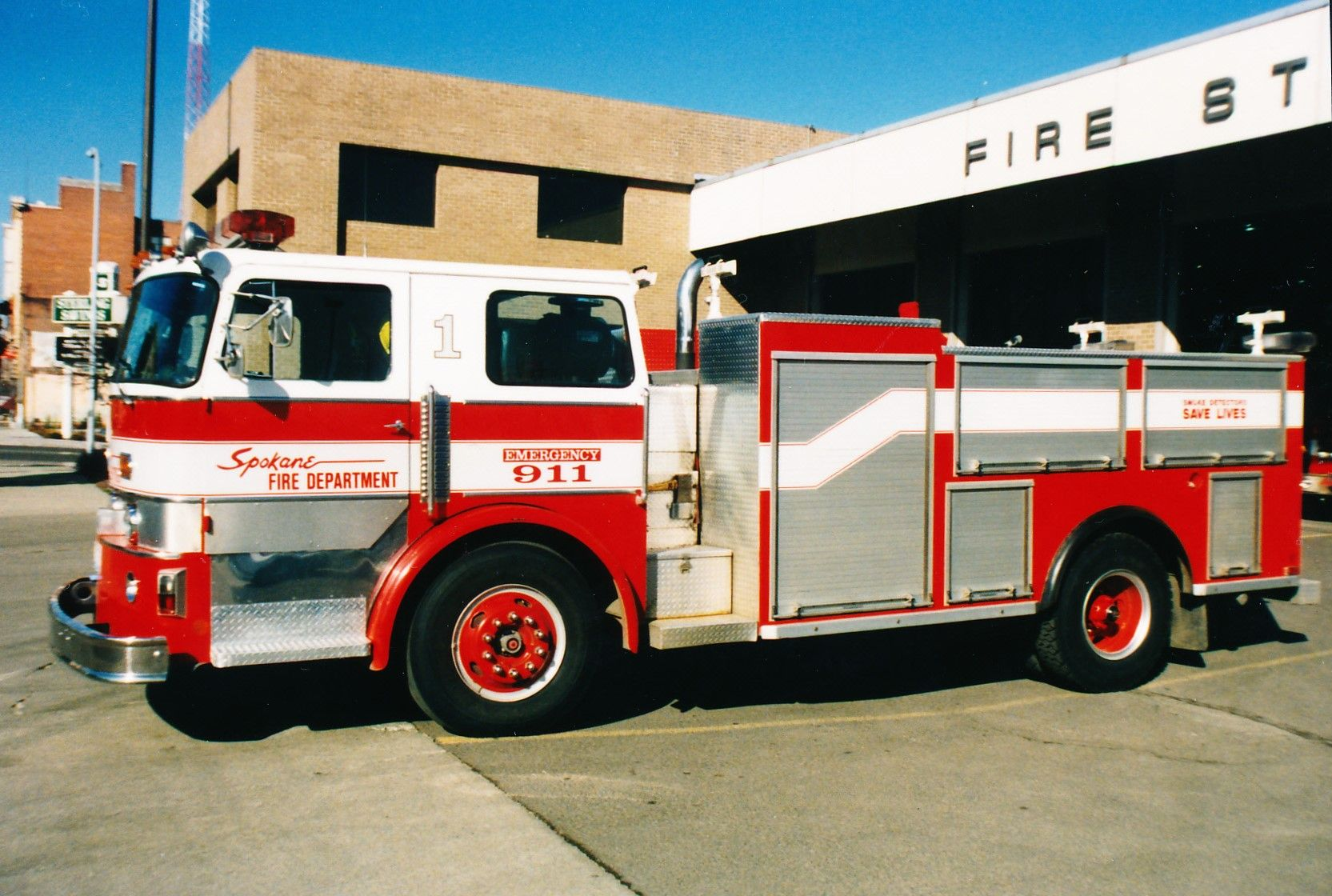 spokane fire department squad 1 1977 american lafrance pacemaker former aerial tractor converted in house to a non walk in rescue truck  [ 1665 x 1120 Pixel ]