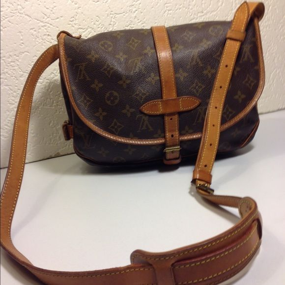 "Louis Vuitton Saumur 30 Cross Body Shoulder Bag Louis Vuitton Saumur 30 Vintage Cross Body Saddle Shoulder Bag ... Date code: AR8909 ... Color: Brown ... Material: PVC Canvas / Leather ... Length: 12"" ... Height:   9"" ... Width: 3.5"" ... Strap drop: 25"" ...  Features: Adjustable shoulder strap ... 2 Way flap with belted buckle closure ... 2 Way side belted buckle closure ... 3 Interior compartments ... Guaranteed Authentic ... Condition: Normal sign of use ... Excellent preowned condition…"