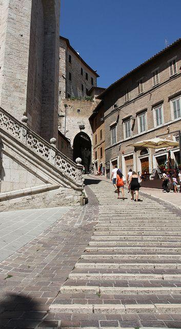 Salita di Sant'Ercolano, Perugia, Umbria, Italy  Oh, goodness, mi manca Perugia