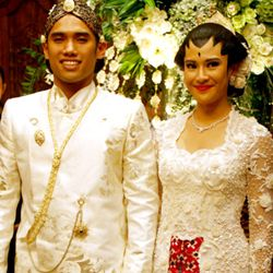 Memilih Baju Pengantin Saat Ijab Kabul Wedding White Kebaya