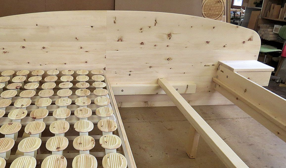 handgefertigtes Massivholz Bett, Unikate aus Zirbenholz