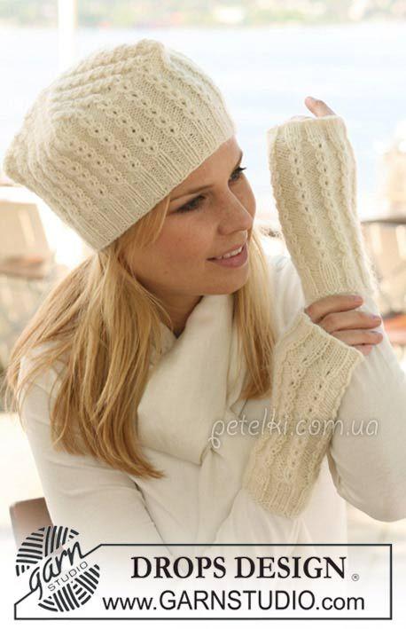 Модный комплект шапка, снуд и варежки фиалкового цвета