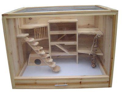 Knaagdieren verblijf met handige lade voor het gemakkelijk verschonen van de grond.