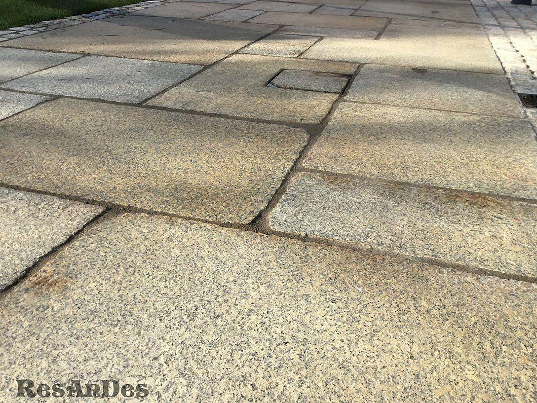 Verlegte Granitplatten In Braun Granitplatten Granitpflaster Altholz