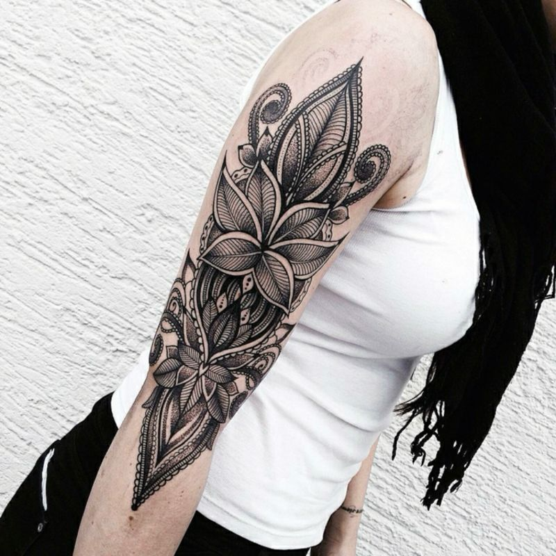 frauen tattoo oberarm