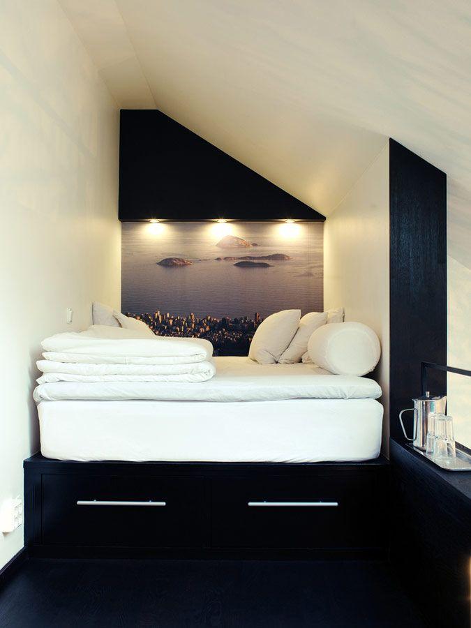 Mezzanine met wit zwart interieur - slaapkamer op zolder   bedroom ...