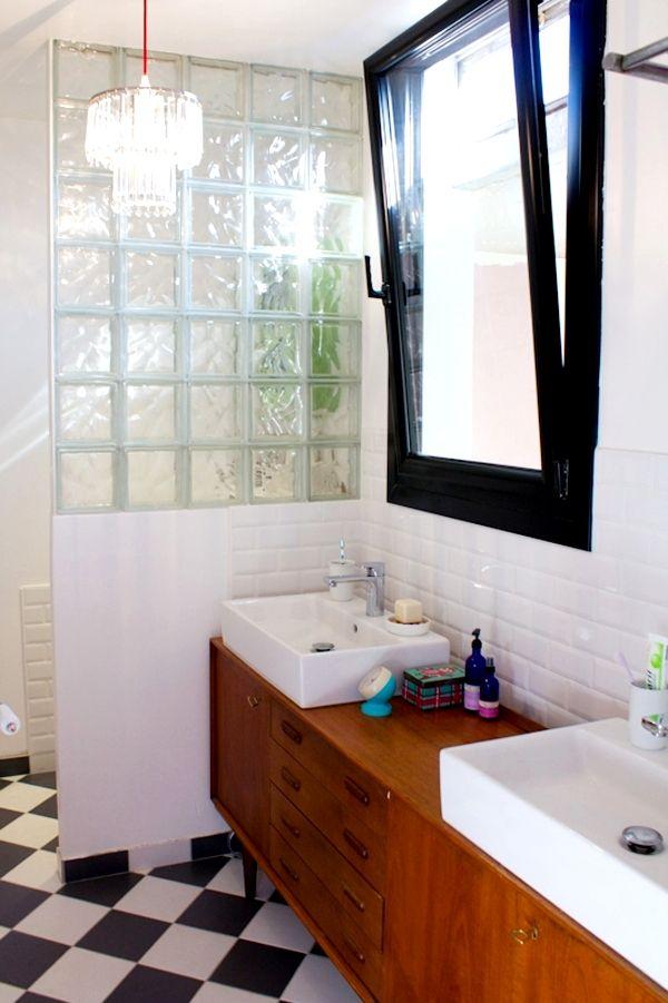 Une salle de bains un brin rétro Bathroom inspiration, Retro