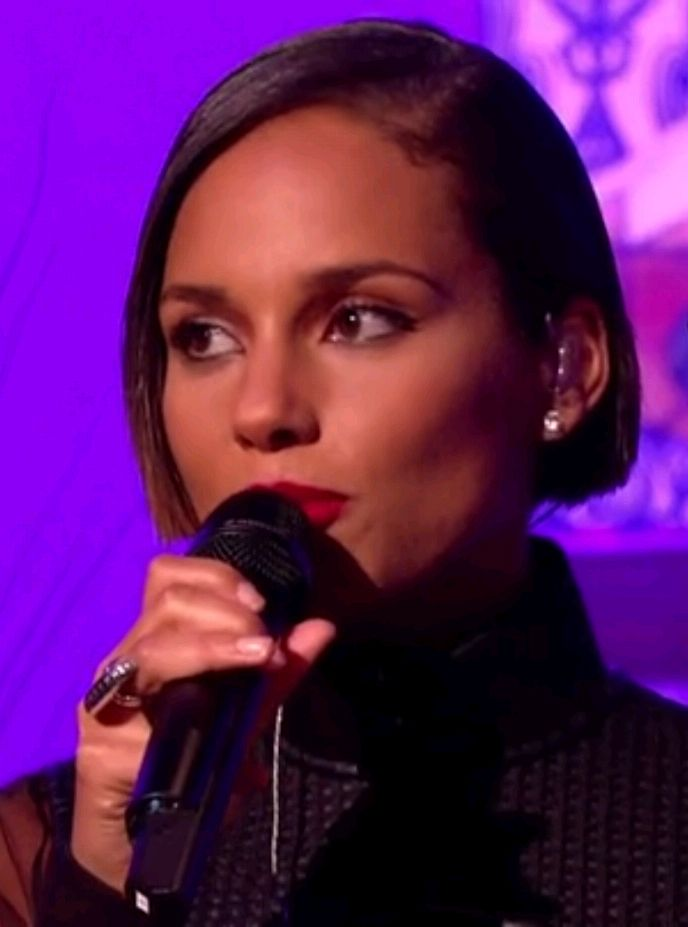 Alicia Keys Great New Haircut As Seen On Alan Carr Chattyman