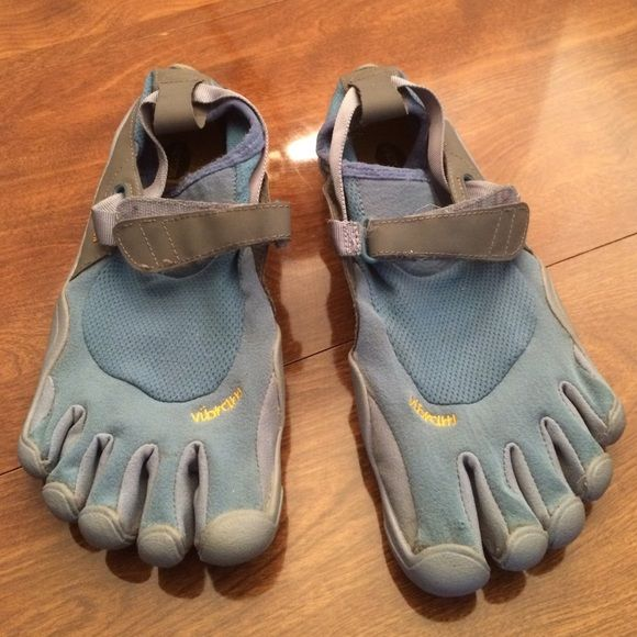 Vibram blue finger shoes, size W40 Blue and gray finger shoes by Vibram. Size W40 in good condition, made in China Vibram Shoes Athletic Shoes