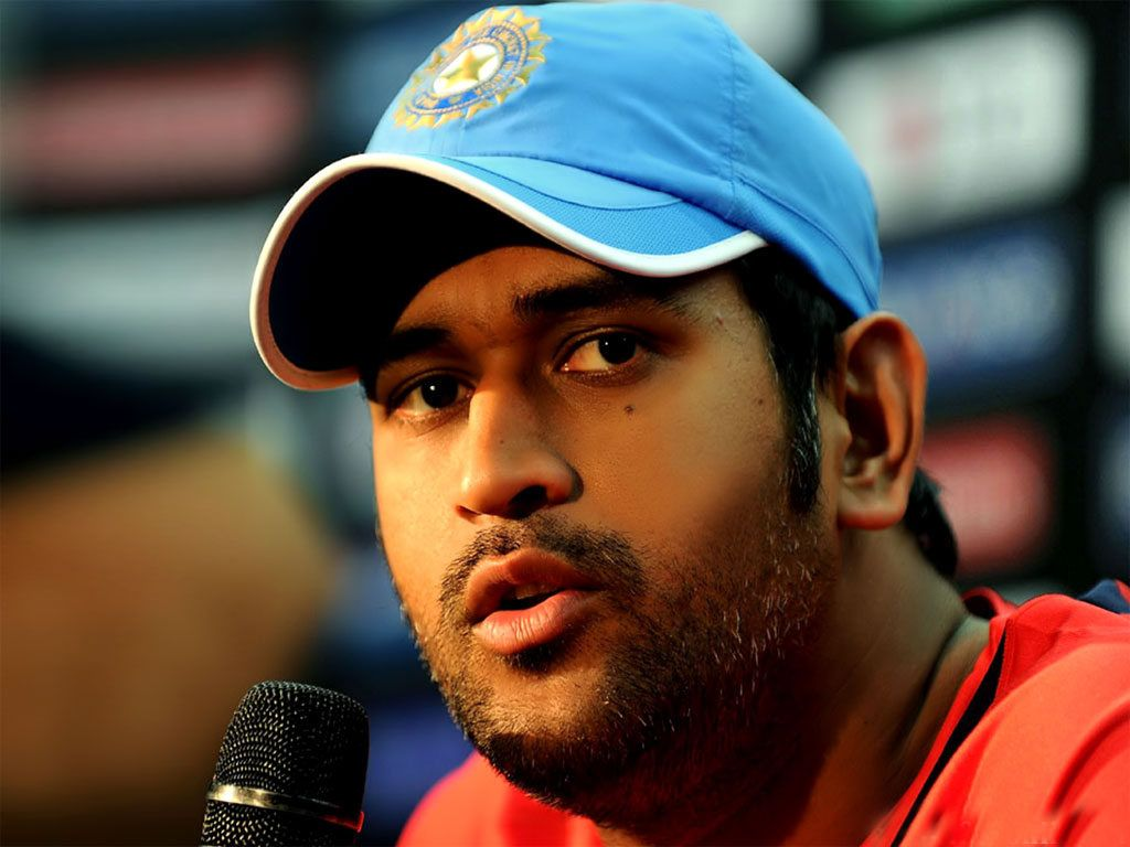 Ms dhoni net worth and earning with cars images a sports news - Mahendra Singh Dhoni Outside Public Images
