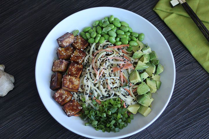 Spiralized Vegetable Tahini Bowl with Tofu, Edamame & Avocado #cucumbernoodles #zucchininoodles #zucchinipasta #carrotnoodles
