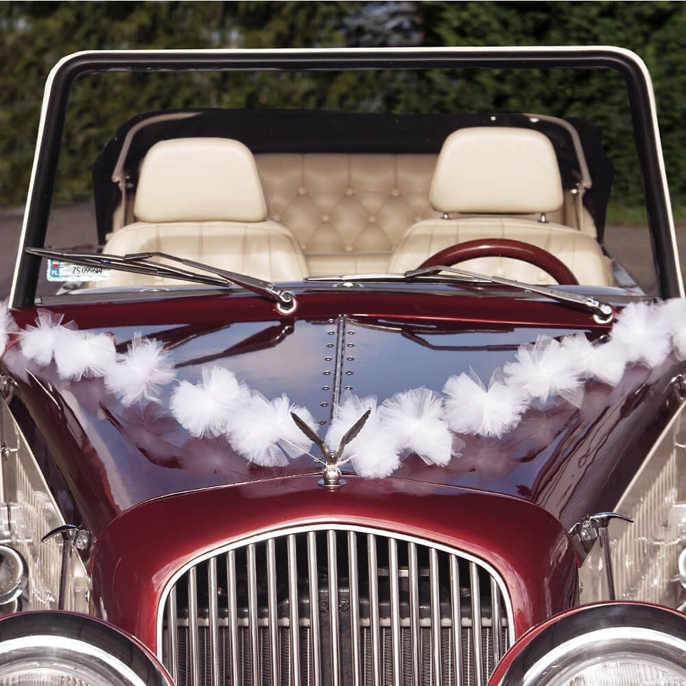 Diese Girlande kann als stilvolle Autodeko zur Hochzeit ganz leicht an der Motorhaube angebracht werden. Perfekt, um der Deko des Hochzeitsautos den letzten Schliff zu geben!