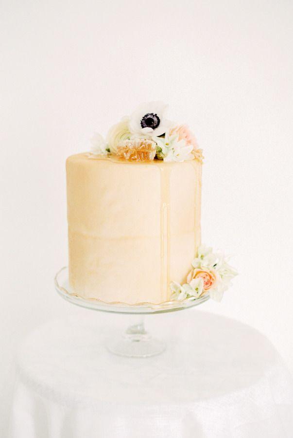 Honey inspired wedding cake: http://www.stylemepretty.com/2016/02/04/elegant-organic-bee-in-love-wedding-inspiration/ | Photography: Ruth Eileen - http://rutheileenphotography.com/