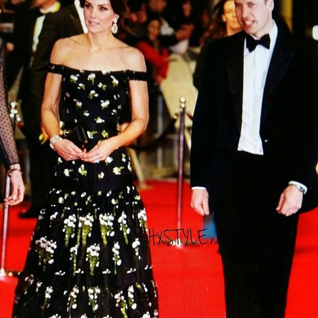 CULTURE&FASHION WORLD NEWS....WORLD  FAMOUS FAMILY, PEOPLE, COUPLES...ENGLAND ROYAL FAMILY, PRINCE William and Kate Middleton CELEBRATE Style. Kate, Alexander McQuuen DESIG DRESS. Lovely Style, I like&Follow. INFO BLOG. RECOMMENDED. SEE U. Smile @voguemagazine @katemidleton @alexandermcqueen #culture #world #fashion #news #dress #celebrate #royal #england #family #style #blogilates #blog #muotiblogi #hymy ❤☺