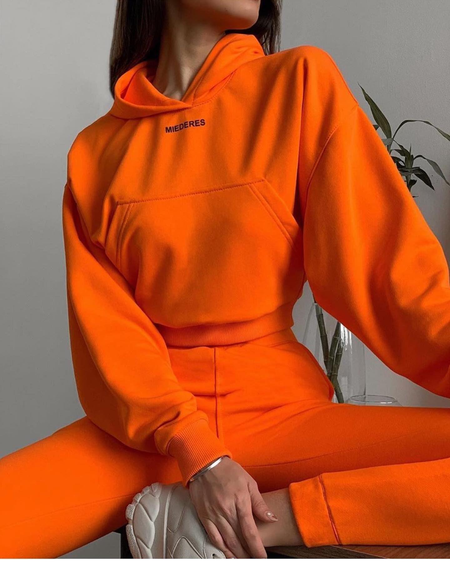 Костюм оранжевый укорочённый!🔥🔥🔥 TOTALLOOKMIEDERES✔️ #miederes  Без начёса Состав: ХЛ 80% ПЭ 20%  Рост модели : 170см  Напишите нам , пожалуйста, в Директ 📩 мы Вам напишем актуальную цену 🕊 🖤  MIEDERES.com  #спортивныйкостюм  #одеждадляспорта #одеждадляфитнеса  #miederes  #худи  #худиоверсайз  #свитшот  #костюм  #кофта  #толстовка #mood  #одежда  #москва #казань #питер #санктпетербург #брендоваяодежда #бренд #шоуруммосква #шоурумказань #доставка #оставайтесьдома #карантин