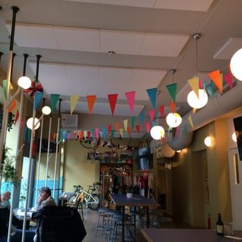 Bilde av Peloton - Oslo, Norge. Ps. They're pretty damn good at colorful garlands, too!