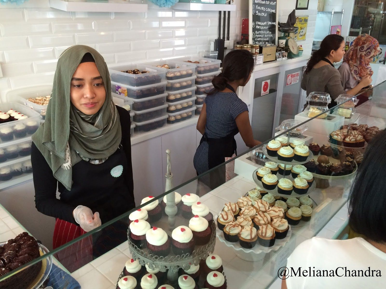 Delicious Cupcakes From Fluff Bakery Diary Of Meliana Chandra Food And Travel Lover Yummy Cupcakes Halal Recipes Bakery