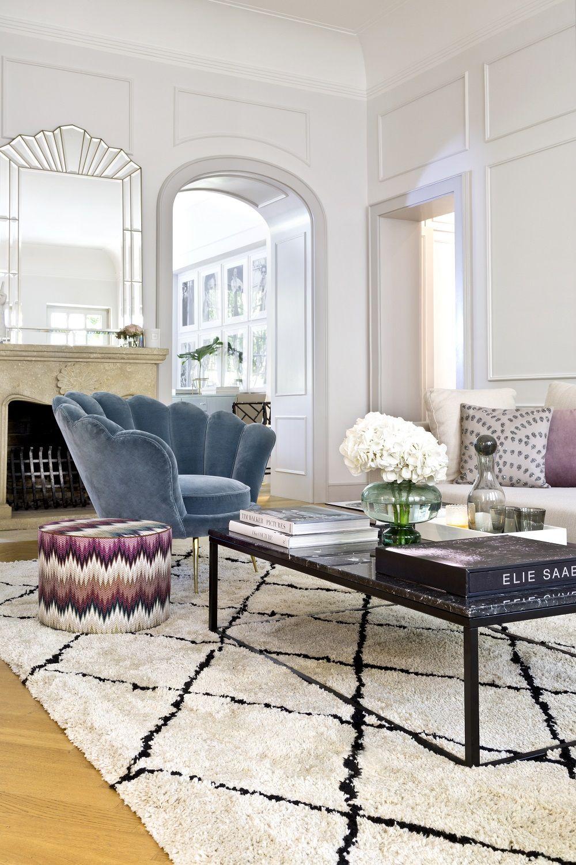 auch im wohnzimmer von delia fischer darf ein beni ourain teppich nicht fehlen das aus marokko. Black Bedroom Furniture Sets. Home Design Ideas
