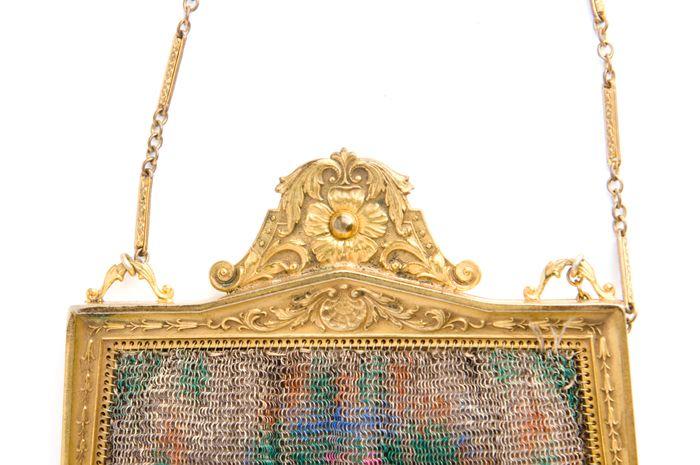 Dresden Mesh Hand Bag (image 2) | Whiting & Davis | 1920s | mesh, chain | Charleston Museum