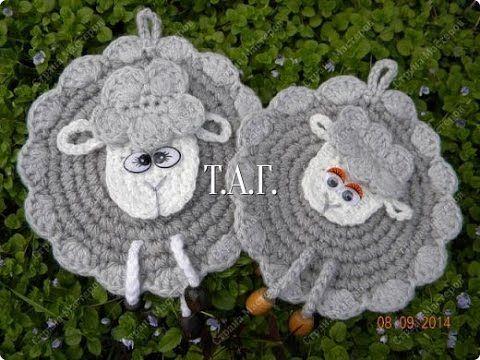 """Прихватка крючком """"Овечка"""". Crochet potholder """"lamb"""" tutotial - http://www.knittingstory.eu/%d0%bf%d1%80%d0%b8%d1%85%d0%b2%d0%b0%d1%82%d0%ba%d0%b0-%d0%ba%d1%80%d1%8e%d1%87%d0%ba%d0%be%d0%bc-%d0%be%d0%b2%d0%b5%d1%87%d0%ba%d0%b0-crochet-potholder-lamb-tutotial/"""
