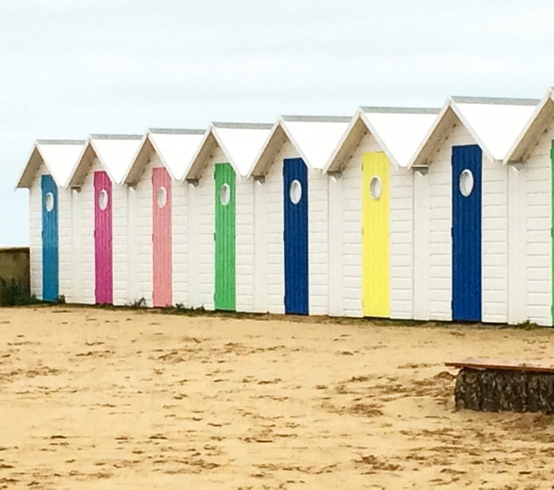 Les couleurs des #cabinesdeplage #igersfrance #igersnormandie à côté de la #plage et de la#mer #beach #sea #Calvados #Normandy #Normandie #instanormandie by petitfutecaencalvados