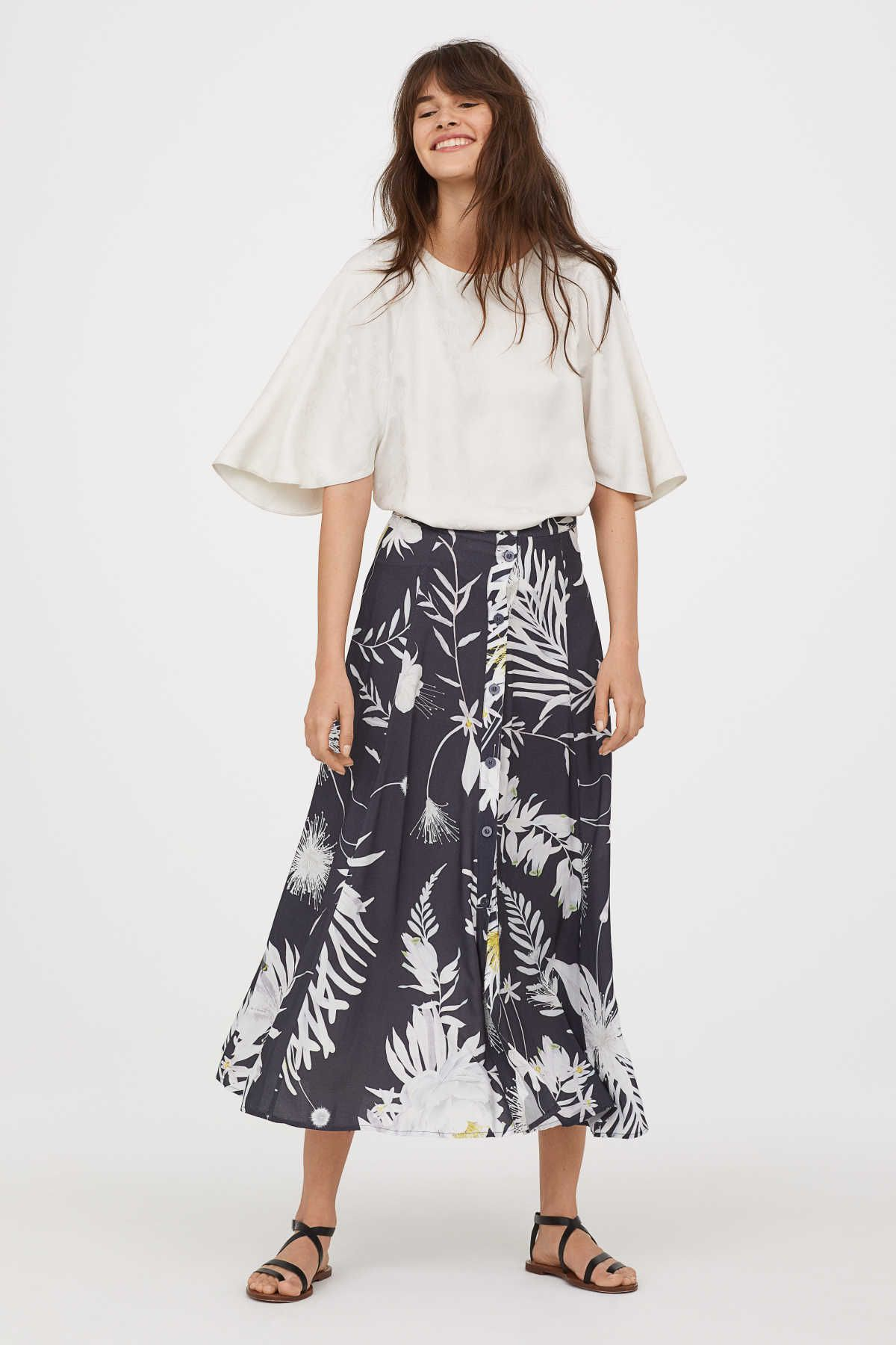 f622f87641 ANNA GLOVER x H&M. Long circle skirt in soft, woven viscose with a printed  pattern. Buttons at front. Unlined.