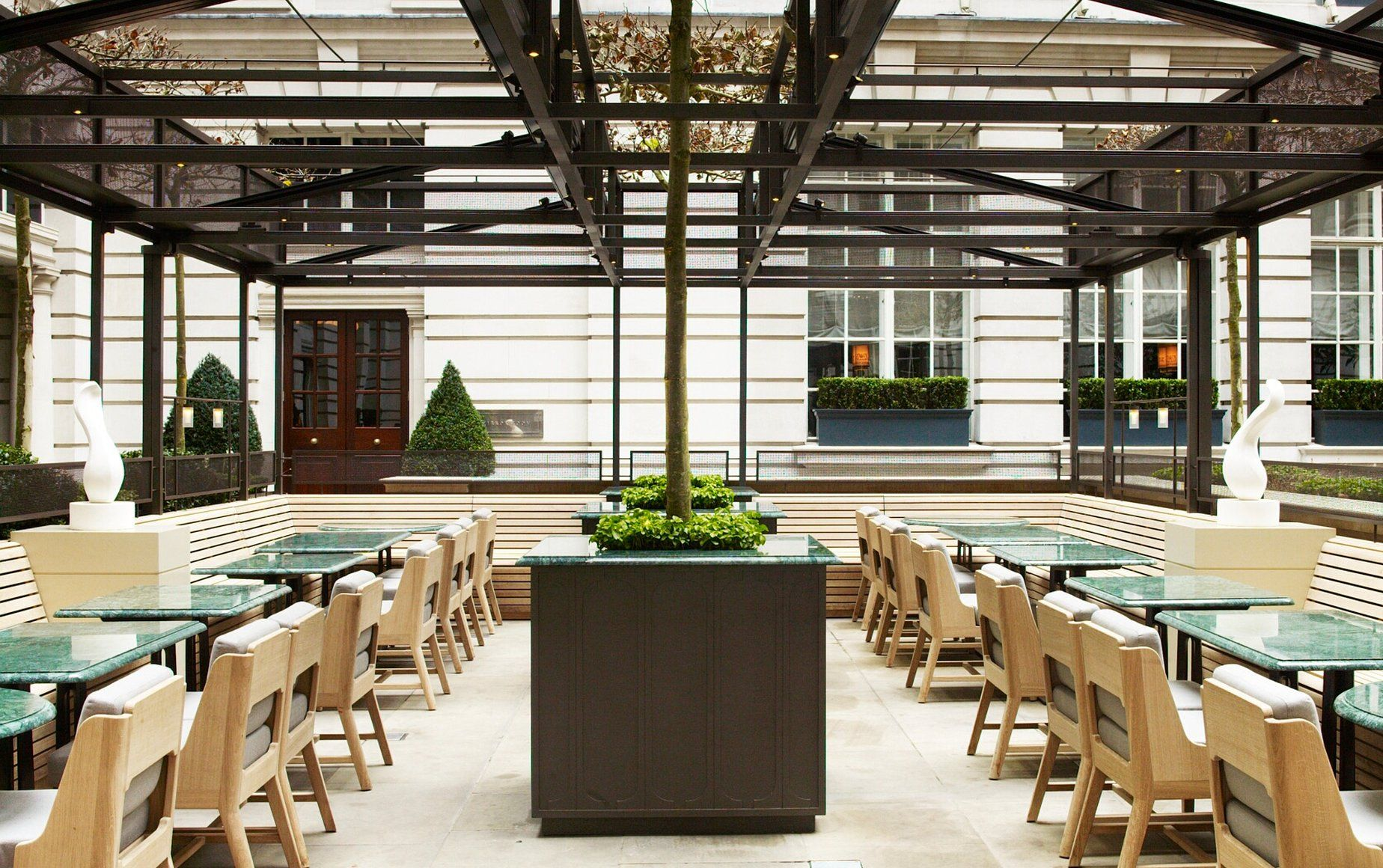 Rosewood hotel in london courtyard designed by luciano for Terrace hotel london