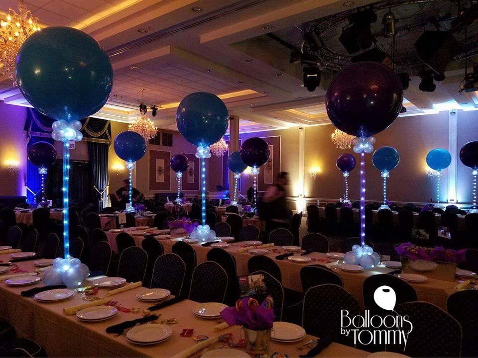 Ribbon Lights Tied To 3 Balloons As A Centerpiece Provide A Fun Light Up Effect For When The Lights Go Dow Balloon Centerpieces Light Up Balloons Centerpieces