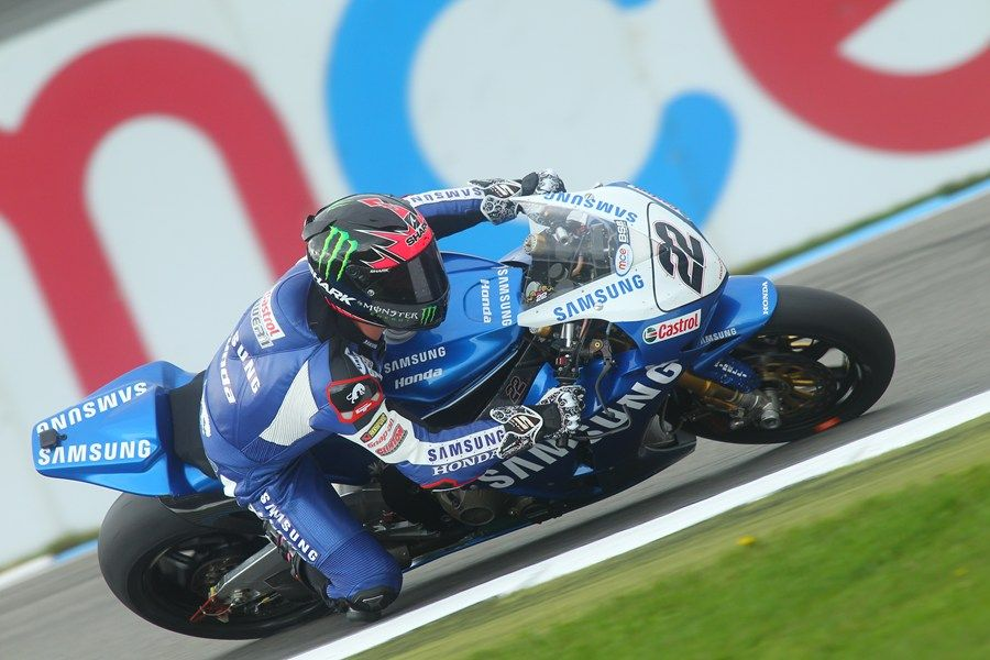 Title fighter Alex Lowes bounced back from an early crash to set ...