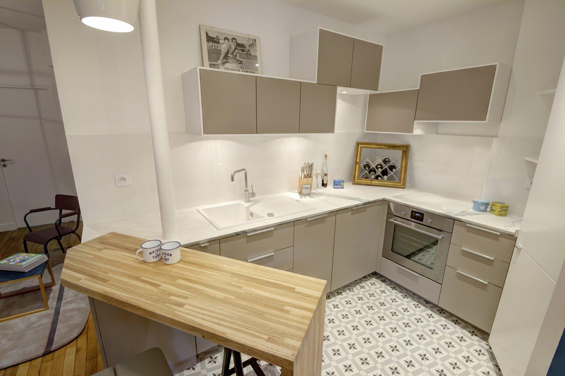 bar en bois massif cuisine ik a carrrelage fa on carreaux de ciment plan de travail c ramique. Black Bedroom Furniture Sets. Home Design Ideas