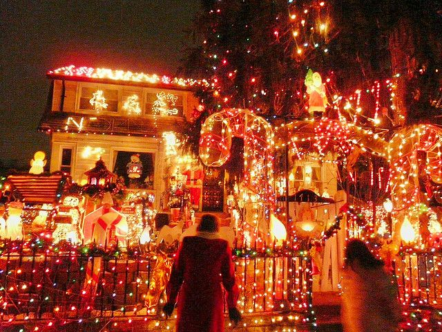 Britains Best Decorated Christmas House Owners Spent Four Months Trees Ornaments Home Elements And Style Houses For Holiday In Australia Lights Homes Door Decorations Cookies Crismatec Com