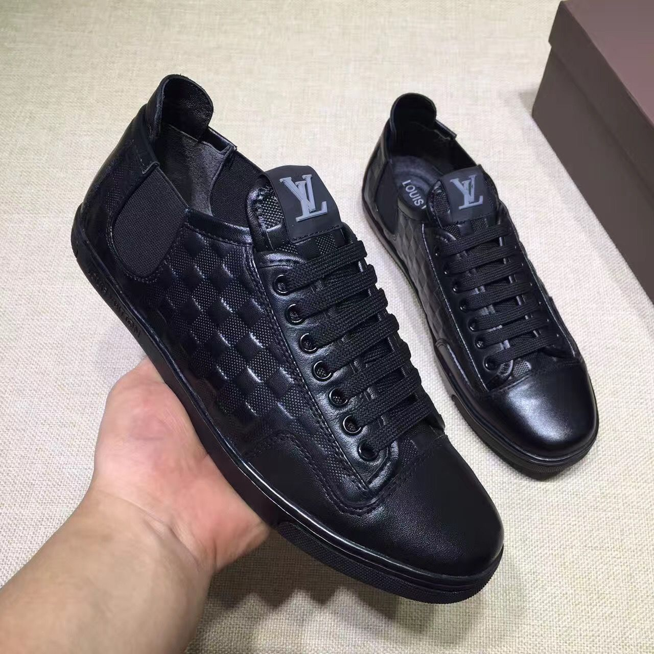 Louis Vuitton lv man shoes leather sneakers