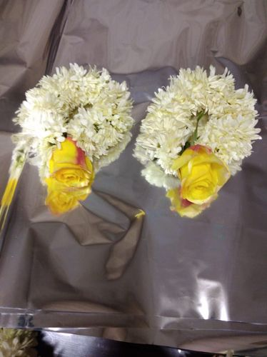 Kangan pair for Mehndi event  Gul e dawoodi and yellow cut flower    For prices and details please contact us    #event #SajaneWala  #weddingdiaries #weddingseason #imported #flowers #bridetobe #bridemaid #bridal #flowers #jewellery