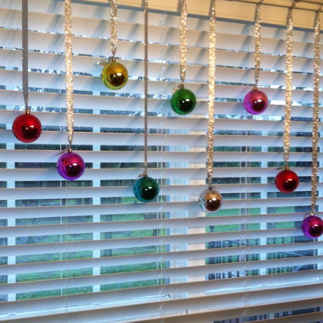 Cheap Home Decorating Stores: Decorate Windows With Cheap (Dollar Store) Christmas Balls