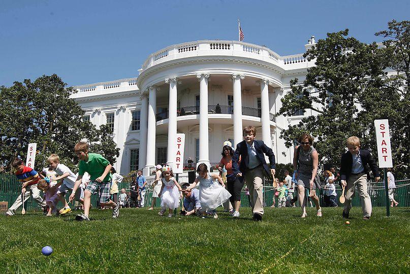 Photos Obamas Host Annual White House Easter Egg Roll White House Easter Egg Egg Rolls Easter Eggs