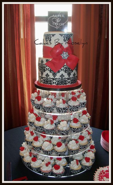 Red Black And White Wedding Cake And Cupcakes Black And White Wedding Cake Purple Wedding Cakes Wedding Cakes With Flowers