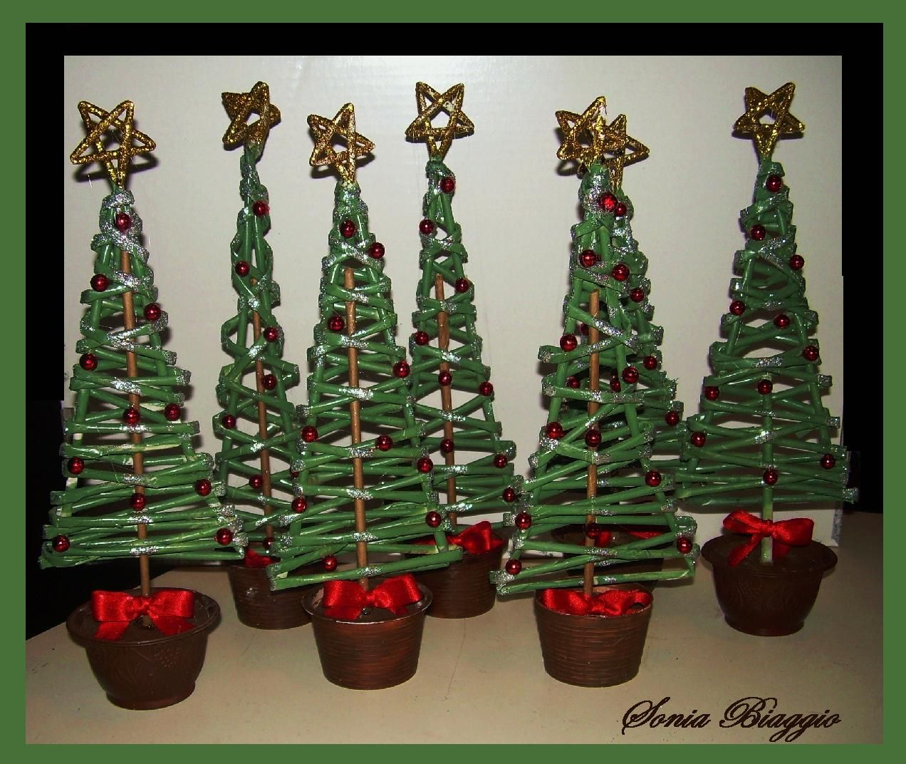 Albero Di Natale Con Cannucce Di Carta.Alberi Di Natale Con Cannucce Di Carta Elochki Pletenie Iz Gazet