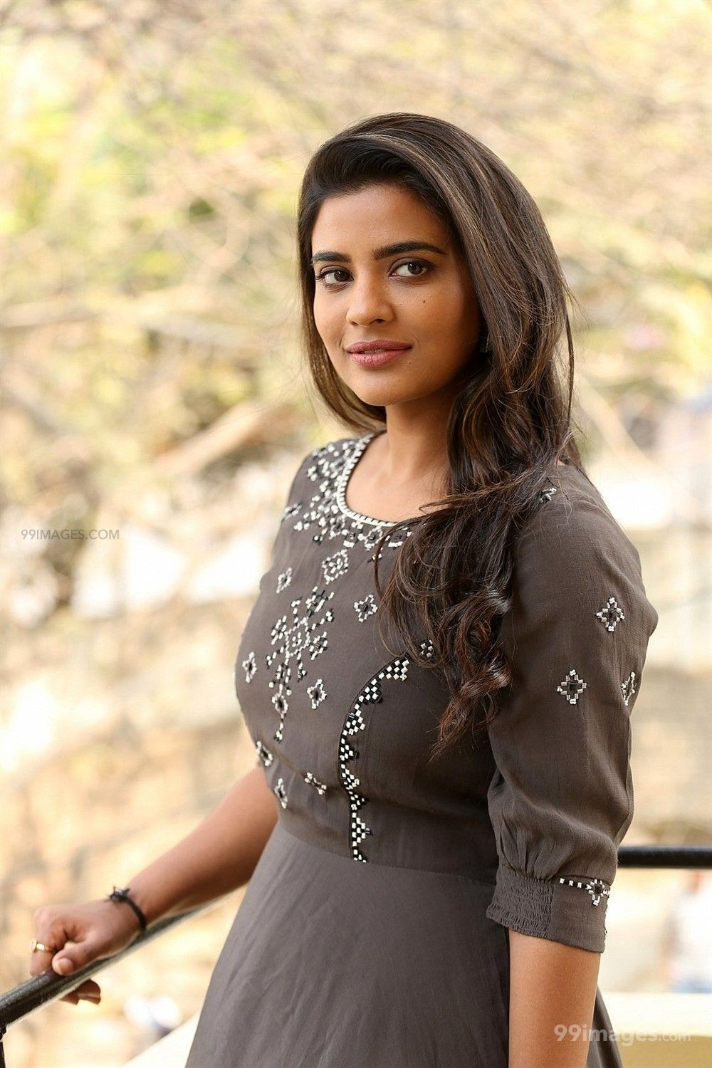 Aishwarya Rajesh Hot Beautiful Photos Mobile Wallpapers Hd Android Iphone 1080p 304390 Hd Wallpapers For Mobile Indian Actress Hot Pics Beautiful Photo