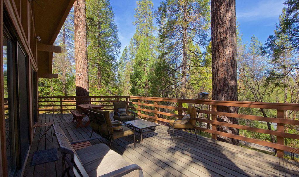 Vrbo Com 3671788ha Nature S Haven Custom Cabin Bordering Nat Forest By Yosemite Bass Lake Bass Lake Yosemite House Rental