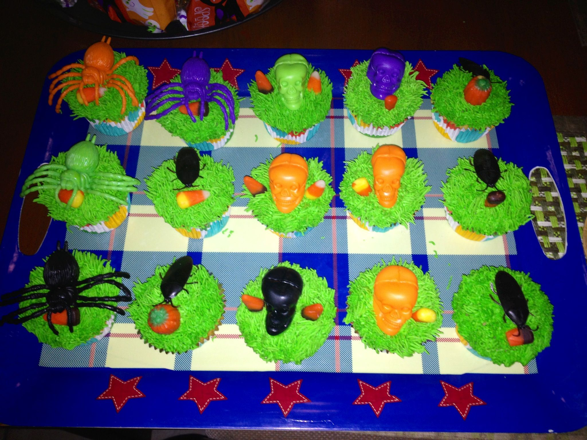 Cup cake rellenos de crema motivó Halloween