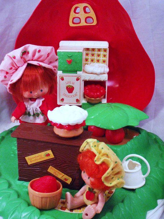 VTG Strawberry Shortcake Doll Berry 9 Piece Bake Shop Classic 80 Retro New