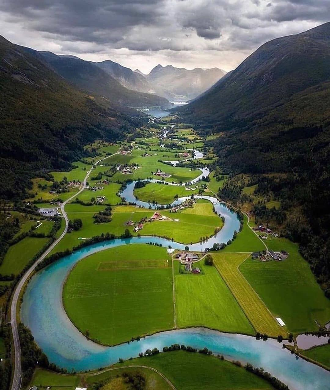A bird's eye view of Norway ⛰️How beautiful is this valley