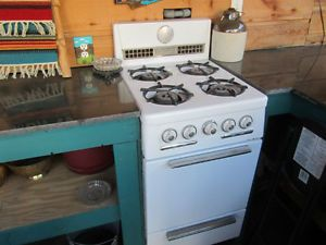 Antique 20 Hardwick Gas Stove White With 4 Burners Oven