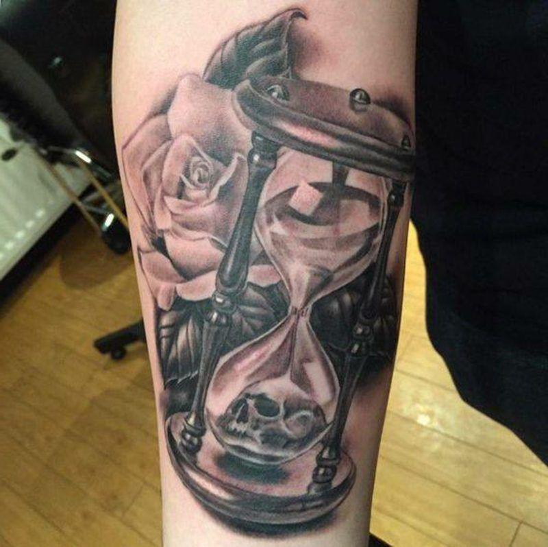 sanduhr tattoo symbolik und herkunft tattoos tattoo tatoo and hourglass tattoo. Black Bedroom Furniture Sets. Home Design Ideas