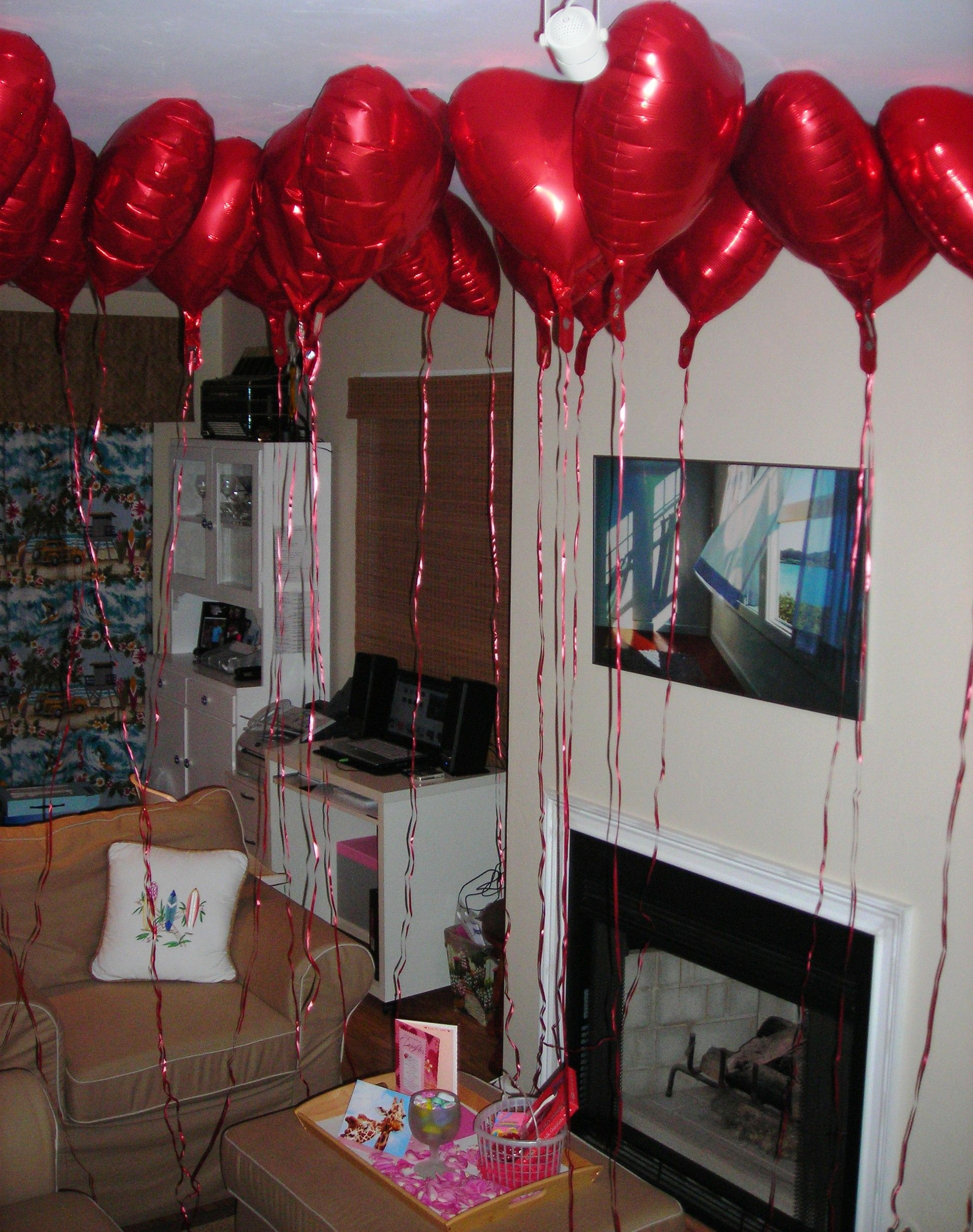 My boyfriend put a dozen red heart balloons & rose petals all over my bedroom for Valentine's Day! Great idea!!