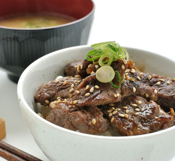 Ponzu beef donburi cooking japan pinterest japanese food this ponzu beef donburi recipe adds a touch of citrus to an otherwise savoury one bowl meal for just a hint of acidity enjoy for lunch or dinner forumfinder Images