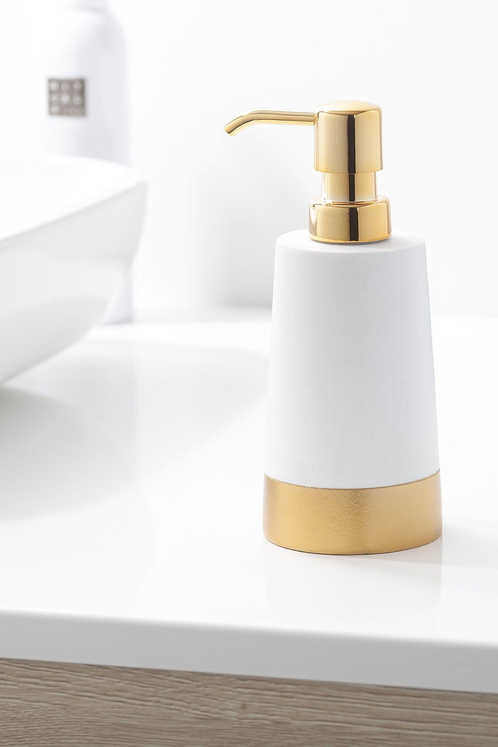 Badezimmer design weiß seifenspender glossy  gold bathroom washroom and budgeting