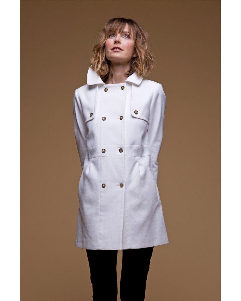 esprit couture et look chic avec ce manteau d 39 t blanc structur en coton italien. Black Bedroom Furniture Sets. Home Design Ideas