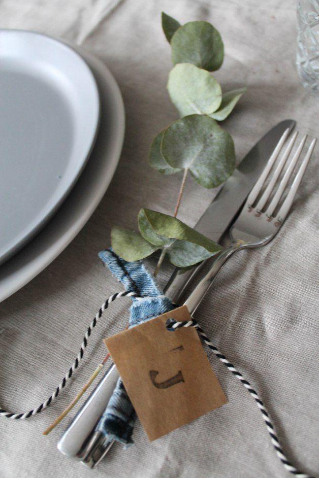 ingebruins.com - table setting, Christmas, natural, sober, name tags ...